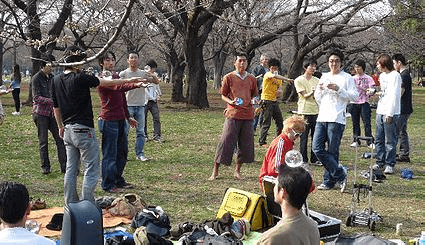 ( C ) Japan Contact Juggling Convention http://jcjcyoyogi.wix.com/jcjc#!about/cfvg